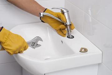 jak připojíte odtok umyvadla v koupelně příležitostné datování islamabad